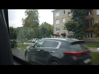 Стоянки авто на Московском пр-те (напротив дома № 10, 12/2)на проежей части дороги