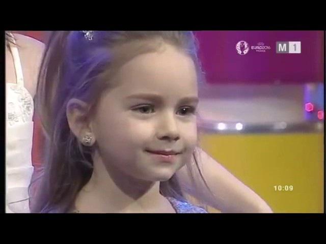 Amelia Uzun at Ring Star singing and dancing