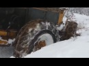 Тракторы застревают в грязи и в снегу.