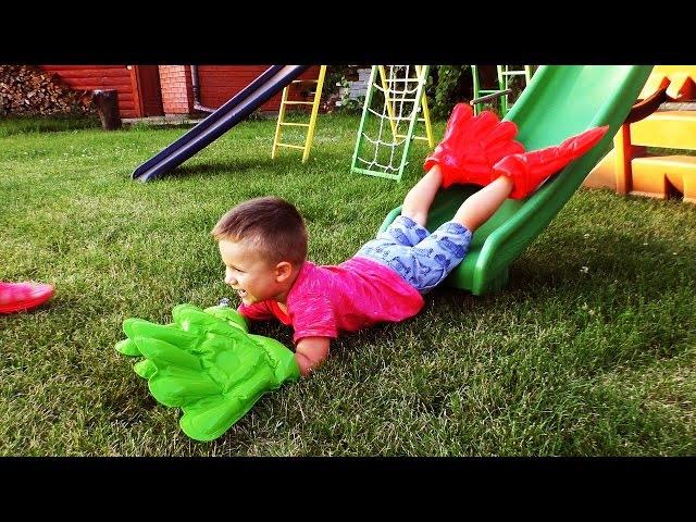 ОГРОМНЫЕ РУКИ Весёлые Игры Для Детей Big Hands Inflatable Toys for Kids Games at the Playground