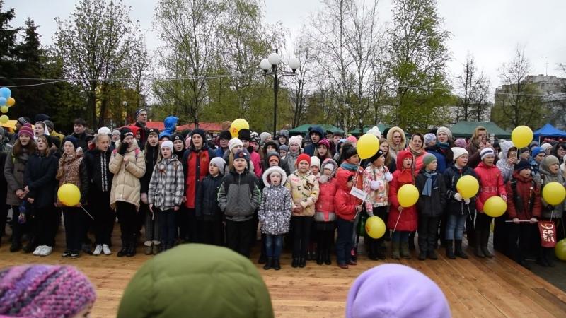 Выстпление хора шк 15 9 мая на площади с песней День победы