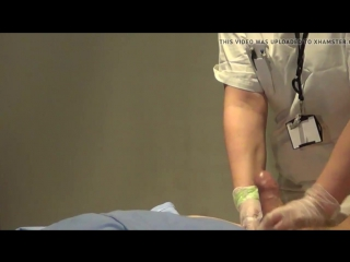 Дрочит перед медсестрой и кончает