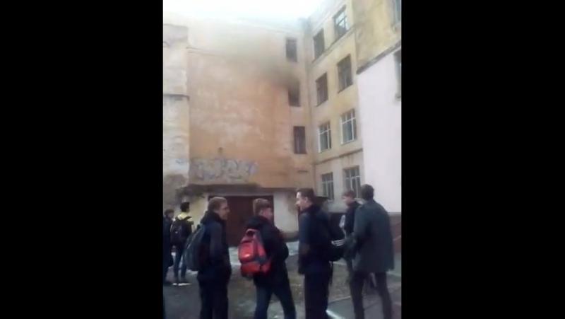 Пожар в 13 школе на Большой, 30 в Хабаровске.