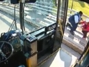 Водитель автобуса спас девушку от суицида