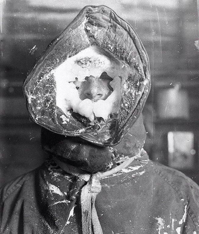Метеоролог Сесил Мадиган после снятия показаний с приборов, Антарктида, 1912 год.