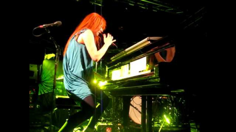 Tori Amos - Take to the Sky/I feel the Earth move - 2009-09-18 - Luxemburg