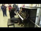 Виктория Ермольева сыграла на фортепиано Элтона Джона на вокзале
