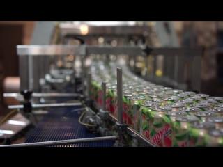 Разливаем безалкогольный «Мохито Fresh клубничный»
