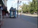 Голый мужчина бегает по Красному проспекту