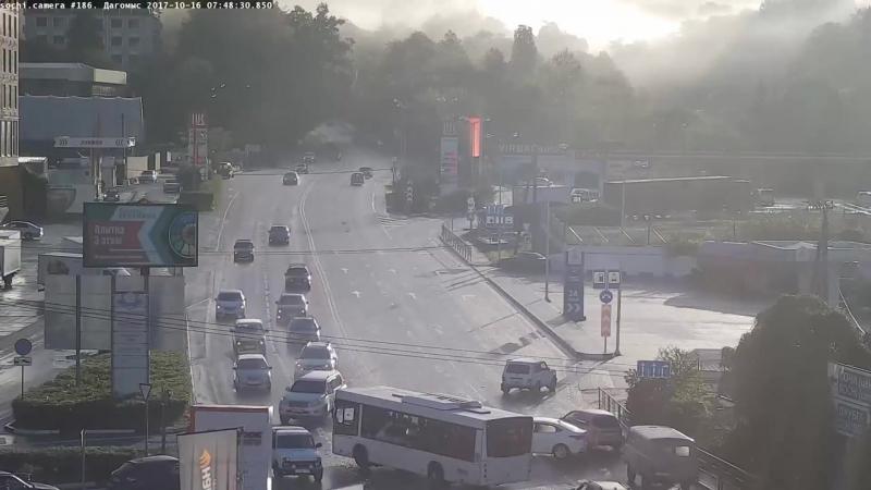 В Дагомысе легковой автомобиль столкнулся с рейсовым автобусом