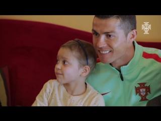 Криштиану проведал детей с онкологическими заболеваниями