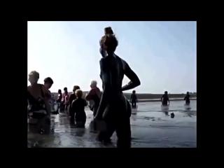 26 Крым, лечебные грязи, голая девушка.