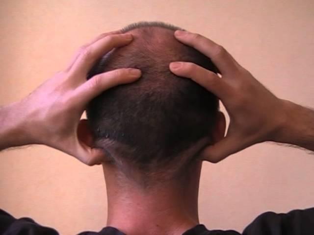 Простое эффективное упражнение от головной боли, зарядка в офисе с Павлом Шнейд ...