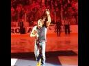 Джордж Сент-Пьер с поясом на хоккейном матче в Канаде.
