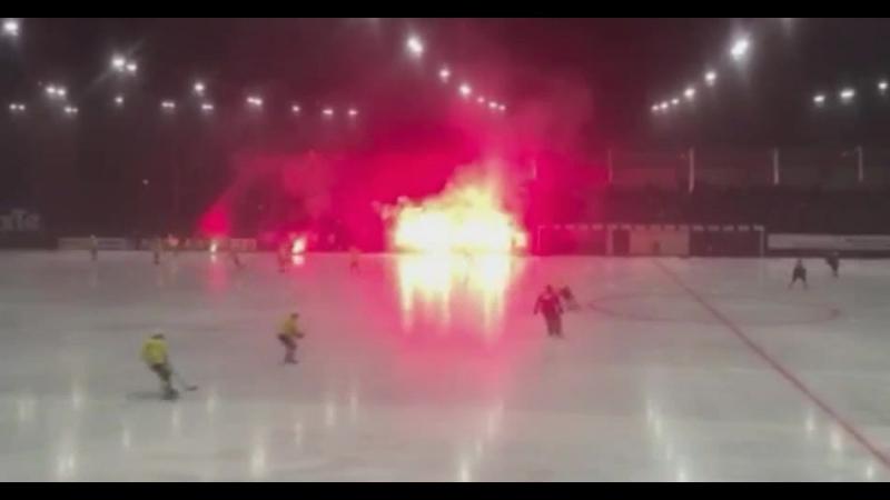 Болельщики Юсдаля зажгли во время ночного матча против Оребро.