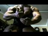 2yxa_ru_Incredible_Female_Bodybuilder_Showing_Amazing_Muscles_Self_Promo_XyZzPNNbRzQ (1)
