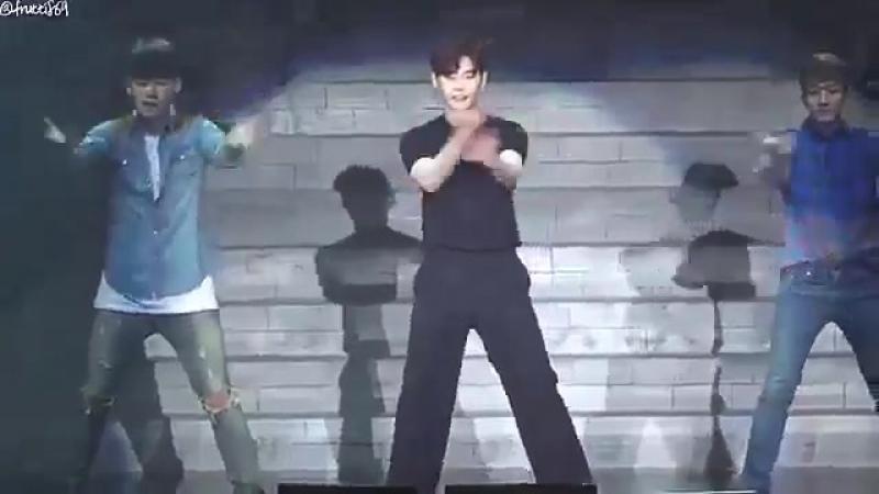 LEE JONGSUK danced to PSYs NEW FACE