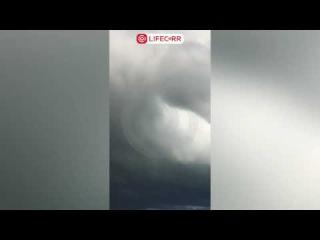 Мощный смерч сняли на видео отдыхающие в Сочи и Джубге