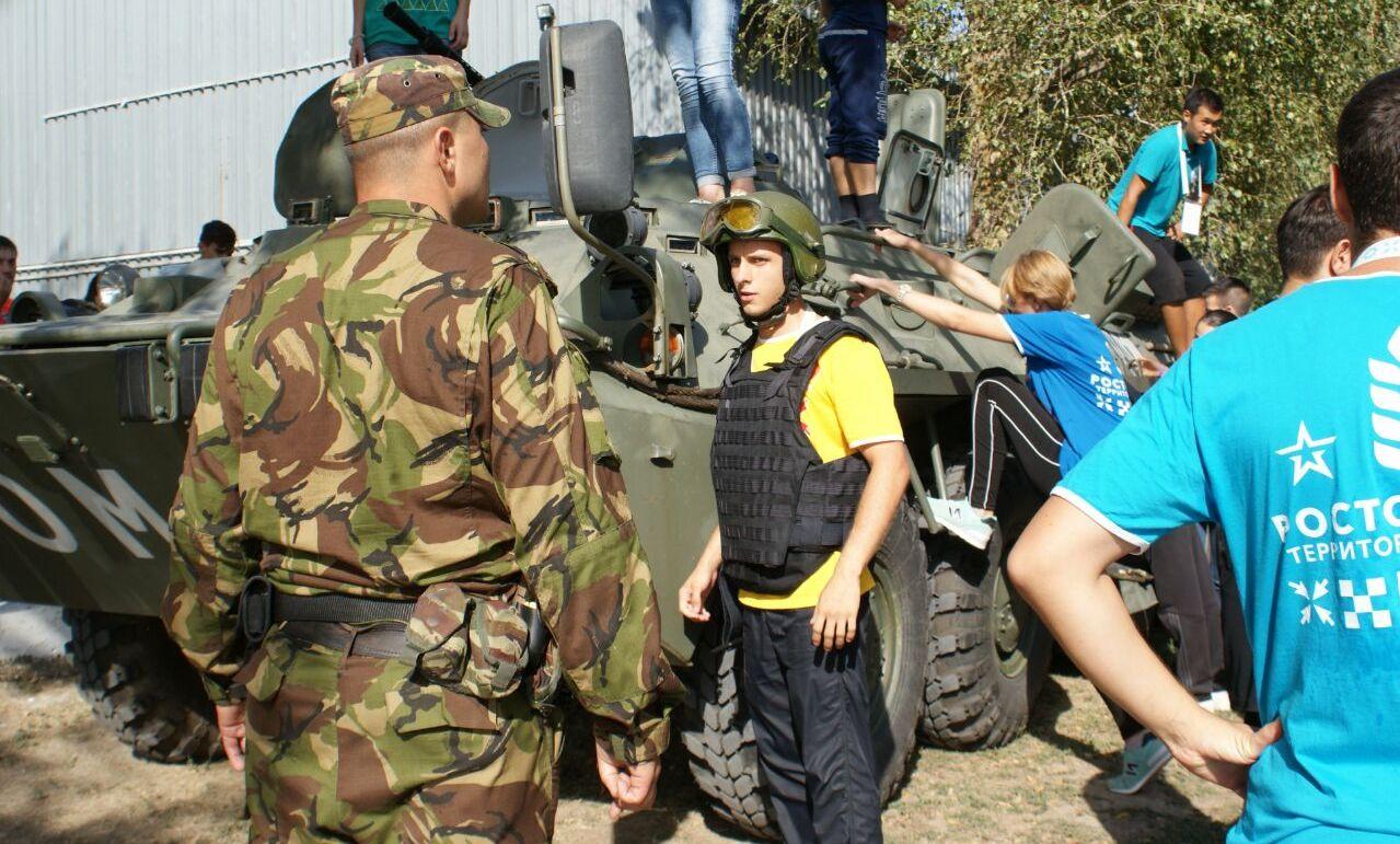 Бойцы таганрогского ОМОНа провели показательные выступления для участников молодежного форума «Ростов – 2017»