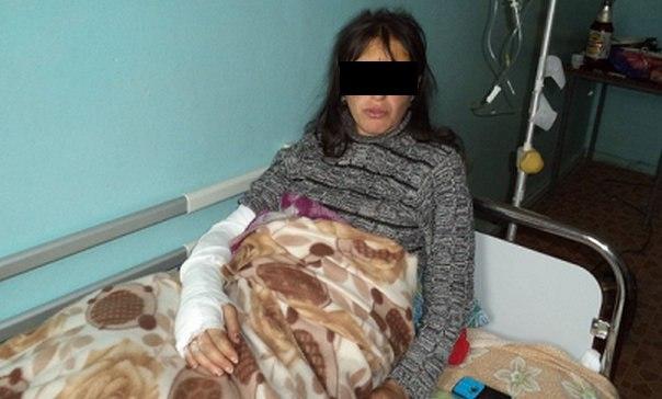 Избитую женщину из Кардоникской доставили в Зеленчукскую ЦРБ