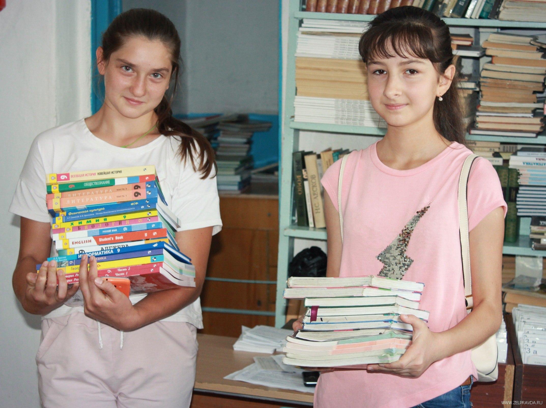 В Зеленчукском районе все школьники получили новые учебники