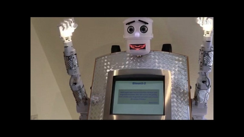 Робот-священник: Freaky robot priest can give blessings and shine light from hands