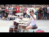 Потрясно! Девушка шикарно играет на барабанах ! КАЙФ!! - Fantastic Baby Street Performance