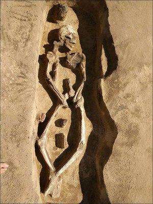 древний странный скелет
