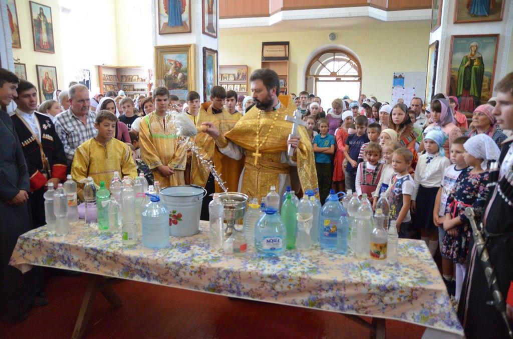 Молебен посвященный началу учебного года состоялся в Петропавловском храме станицы Зеленчукской