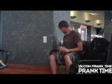 Фейковая розетка в аэропорту ПРАНК