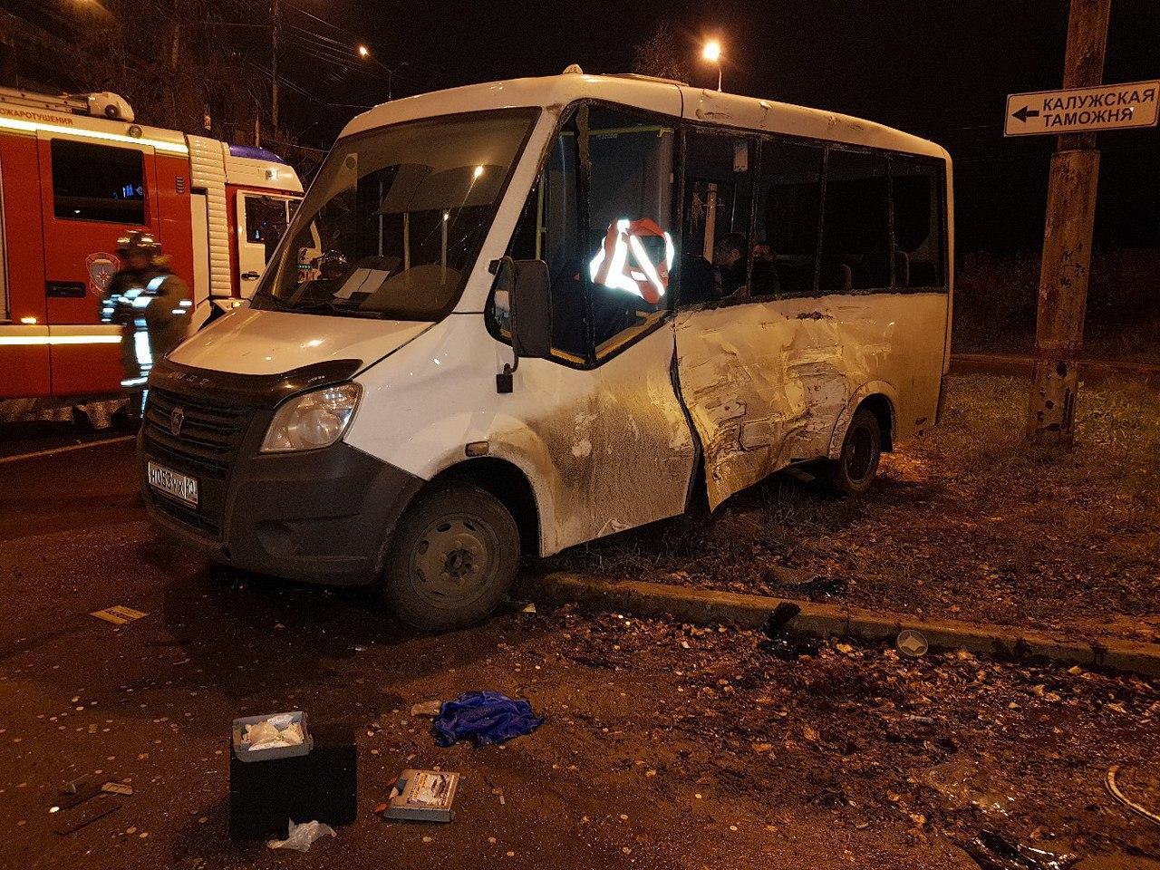 Газель неуступила дорогу автобусу, пострадали три пассажира