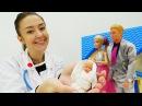 Барби РОДИЛА Кен встречает Барби из роддома! Осмотр малышки у доктора. Видео дл...