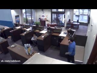 Реакция банковского охранника