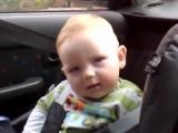 Смешной малыш борется со сном,  посмотрите для настроения!