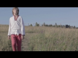 Русский мальчик и песня Chandelier Sia Cover
