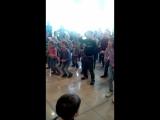 Танцует Темка