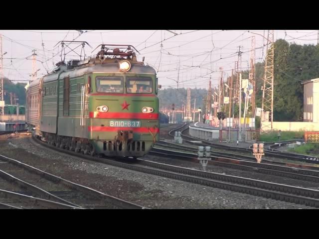 Электровоз ВЛ10 637 с поездом на станции Бужаниново