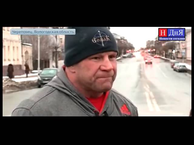 Джефф Монсон в России в сланцах и шортах ходит по снегу