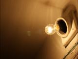 Беспросветная жизнь: что делать, если в подъезде отключили электричество за долги управляющей компании?