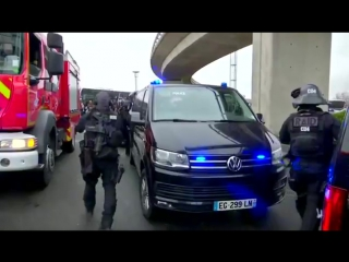 Французский спецназ RAID в аэропорту Орли. Париж.