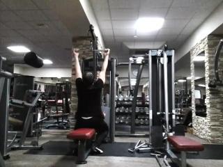 Вертикальная тяга 98 кг (6 повторений)