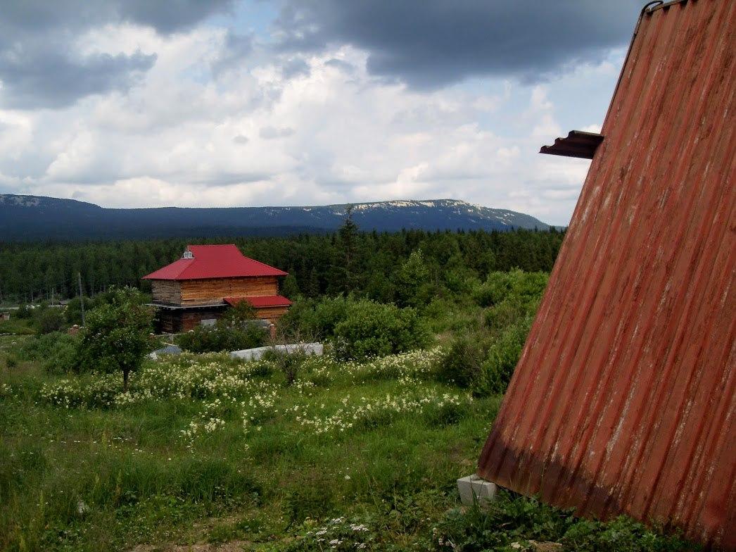 Поселок Зюраткуль застраивается гостевыми домами