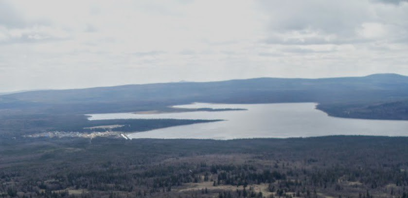 Поселок Зюраткуль. Озеро Зюраткуль. Вид с вершины хребта