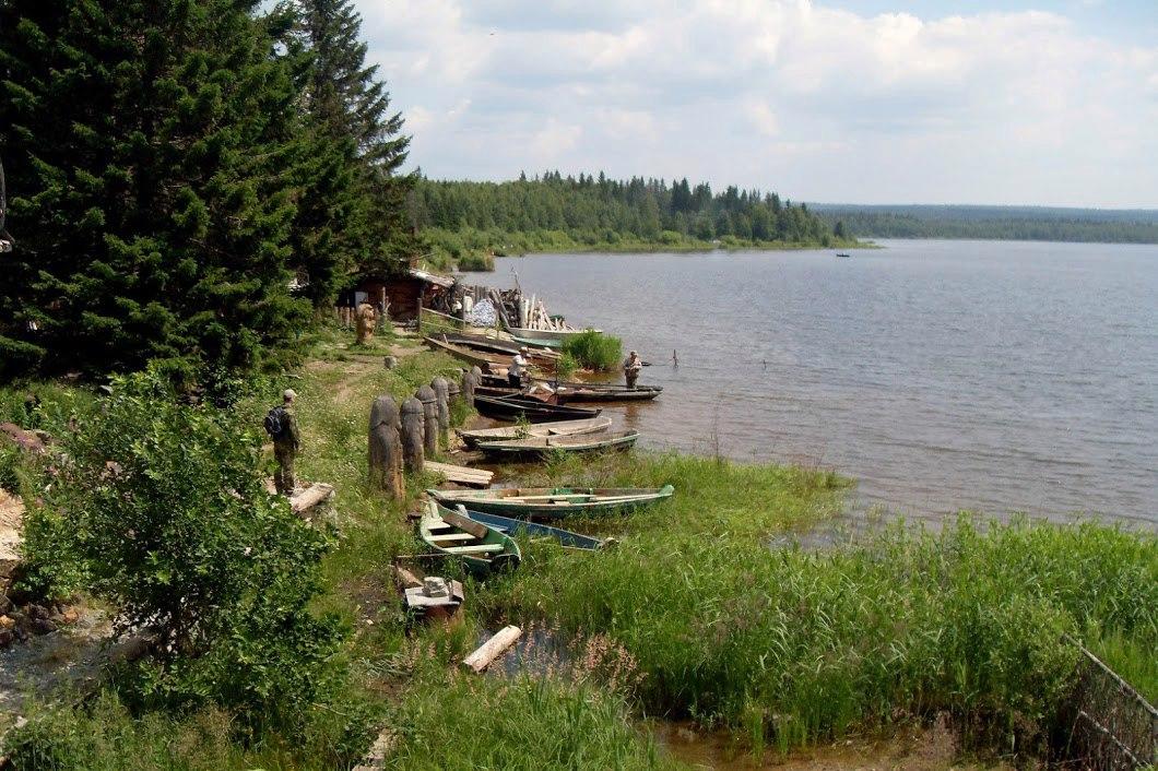 Поселок Зюраткуль. Старая лодочная база на берегу озера Зюраткуль