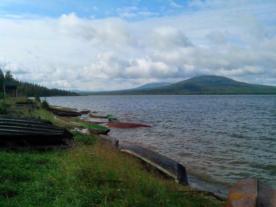 Поселок Зюраткуль. Озеро