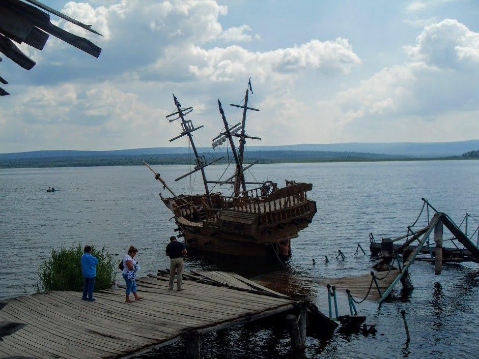 Поселок Зюраткуль, Китова пристань, 2012. К корбалям уже не подступиться, все демонтировалось и перевозилось в Сатку