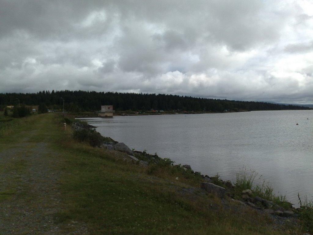 Поселок Зюраткуль. Плотина с дамбой на озере Зюраткуль