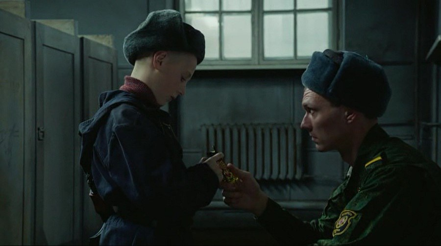 Русское матом мальчика заставляют сосать хуй
