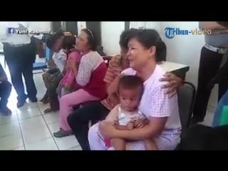 Isak Tangis Orang Tua saat Anak Adopsi Diserahkan ke Dinsos, Sudah Seperti Anak Sendiri