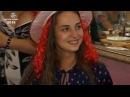 367 Необычная красная шляпа с волосами.